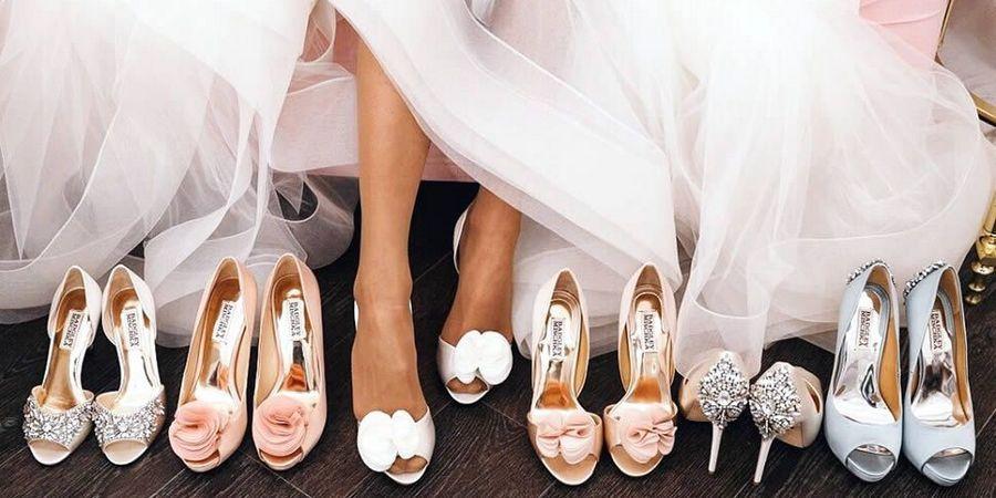 С мини и миди необходима красивая свадебная обувь