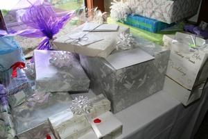 Плюсы шикарной свадьбы огромное количество подарков