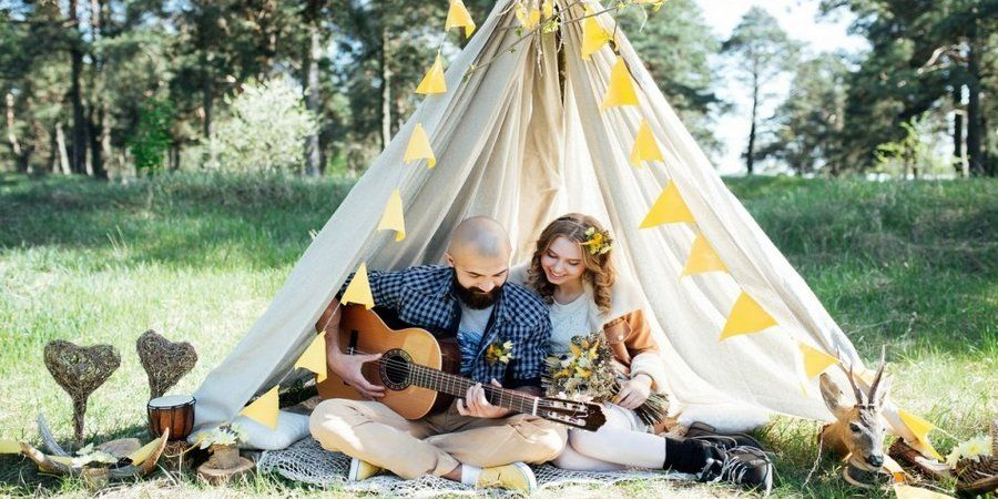 Возьмите гитару на Бохо свадьбу