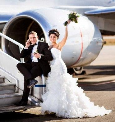 Молодая пара в свадебном путешествии