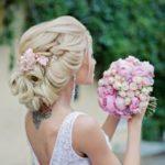 Украшение головы невесты гребнями, заколками и шпильками на свадьбу