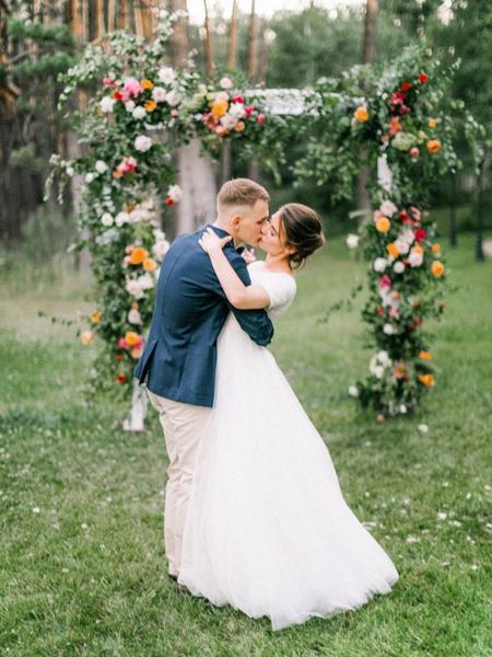 Достоинства летней свадьбы для молодоженов