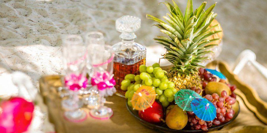 Для тропической тематики понадобится много южных фруктов