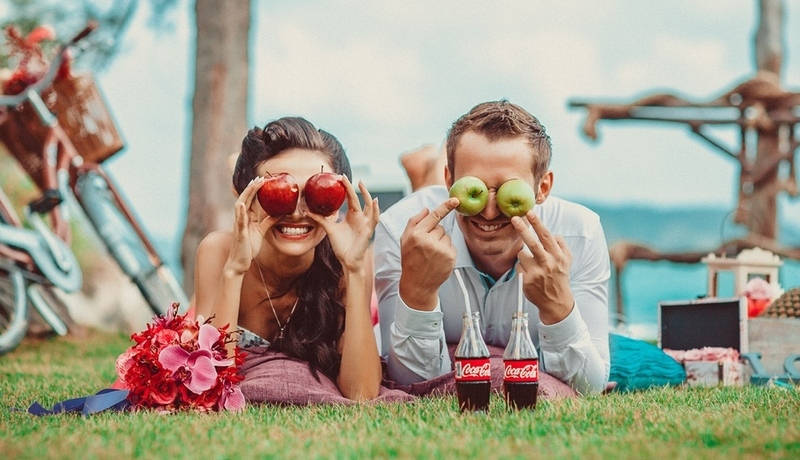 Возьмите корзинка с фруктами