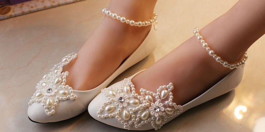 Распространенный декор для обуви в свадебный день кружево и жемчуг