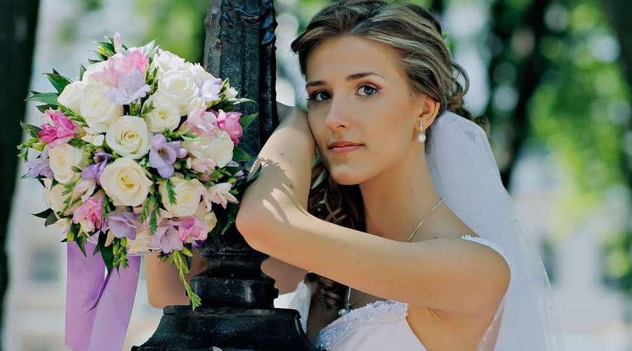Розы в букетике невесты