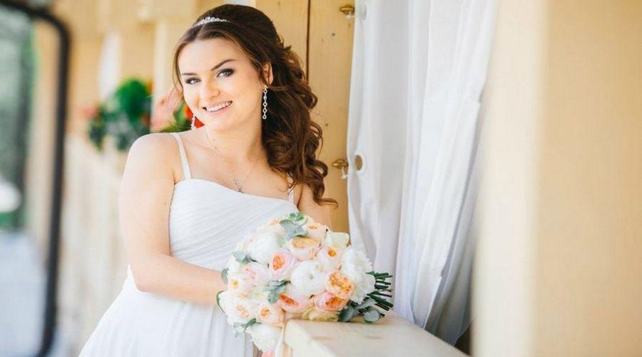 Невеста летом с букетом