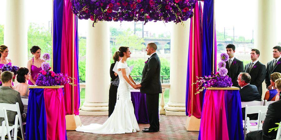 Модно оформить свадьбу в нескольких летних цветах