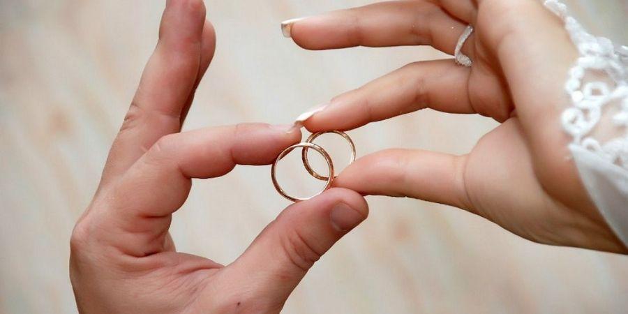 Важно знать где носят венчальный атрибут