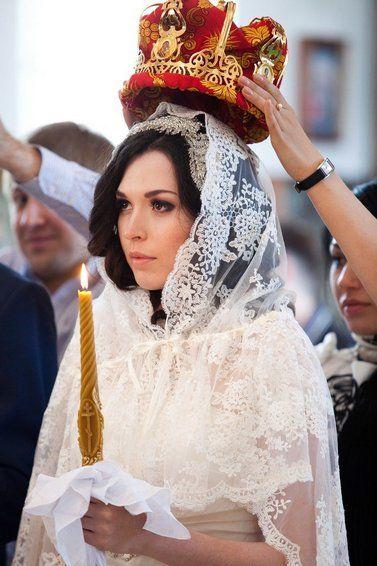 Невеста в венчальном платье в Православной Церкви