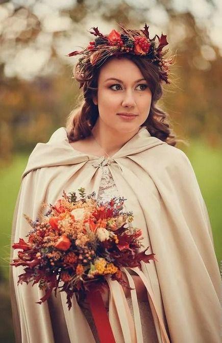Невеста с осенним свадебным букетом