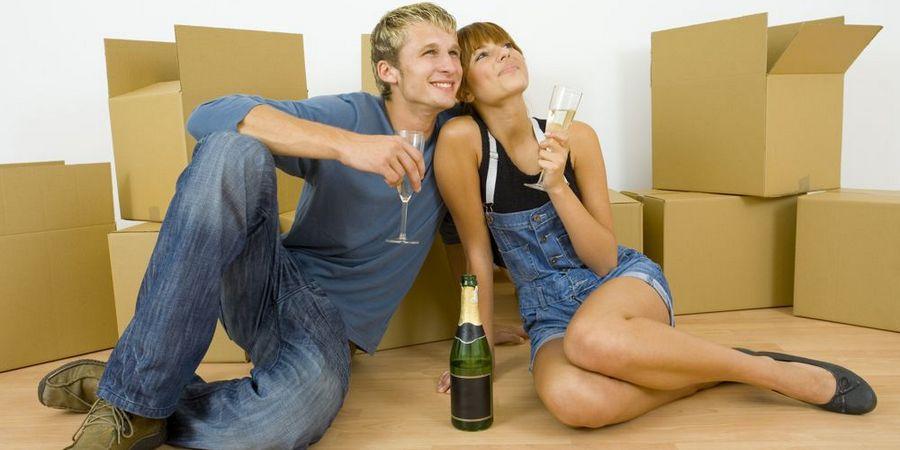 Часто молодые люди пробуют пожить вместе