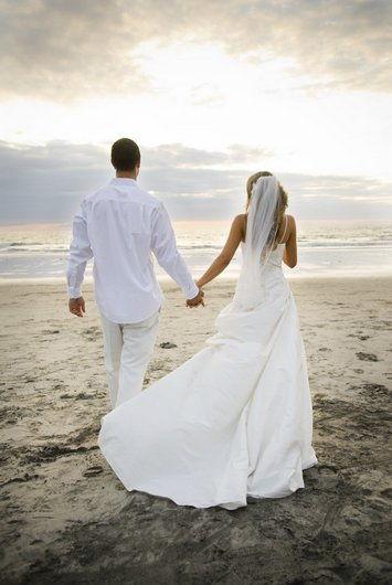 Через два года супружества отмечают бумажную свадьбу
