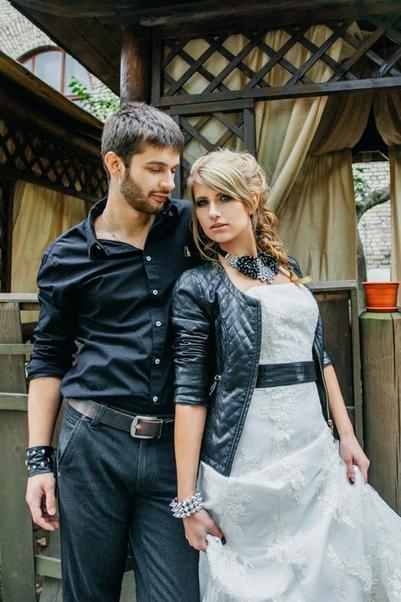 Пара на кожаную свадьбу