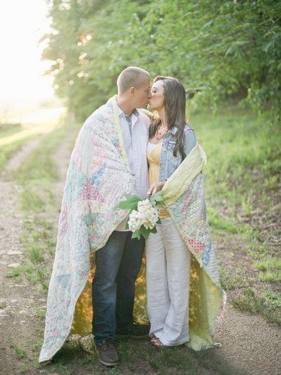 Молодожены отмечают ситцевую свадьбу через один год жизни в браке