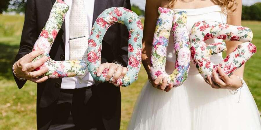 Многие супруги устраивают стилизованную фотосессию