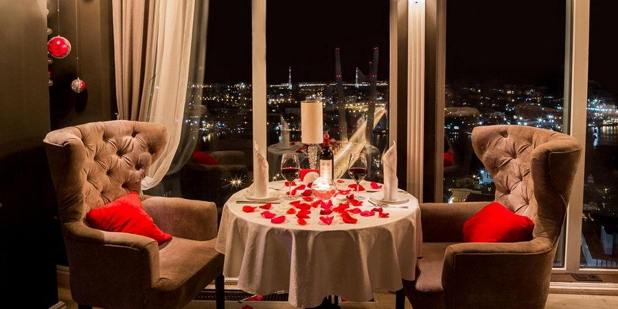 Супруги могут устроить романтический ужин