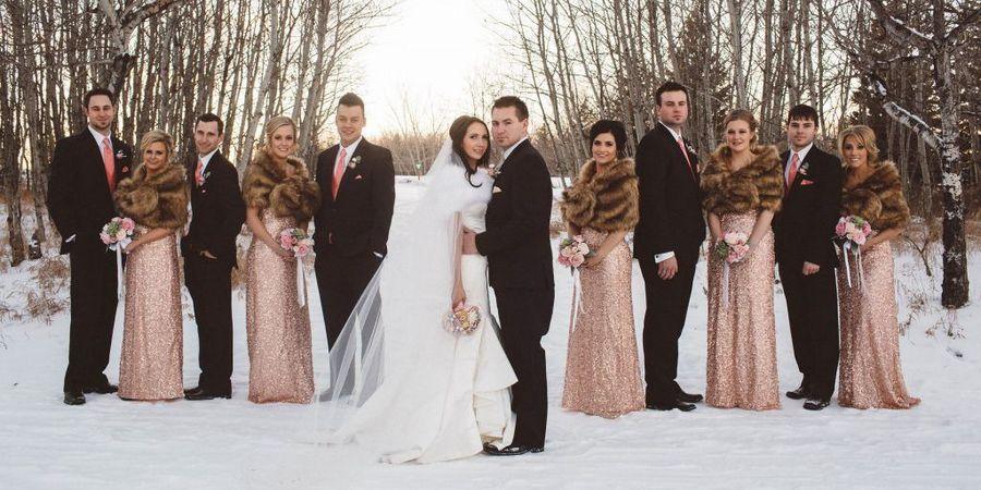 Зимняя свадьба с гостями