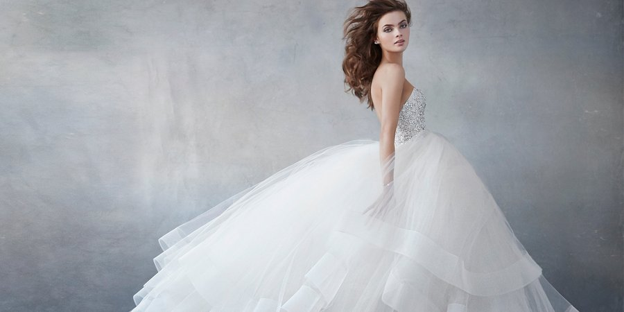 Издавна существовала примета надевать белое платье