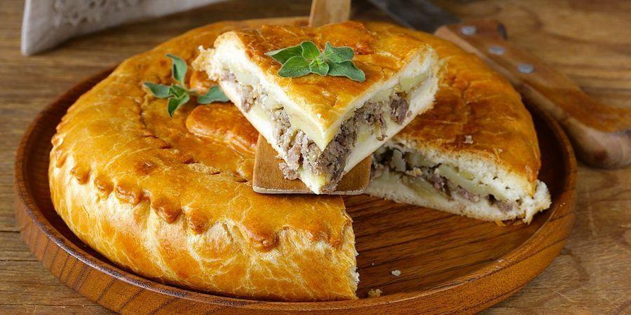 По традиции пекли пирог из мяса