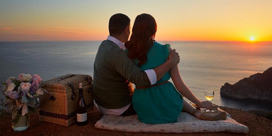 Пара отмечает годовщину супружеской жизни