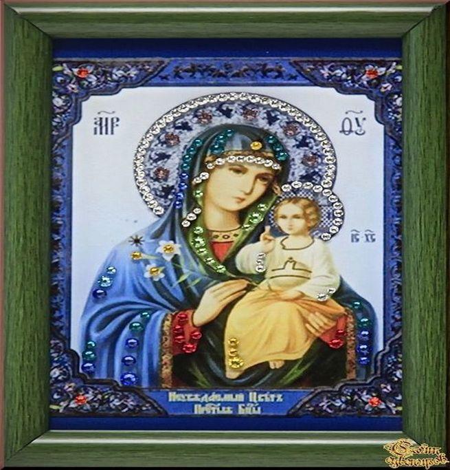 Богородица изображена на иконе под названием Неувядаемый Цвет
