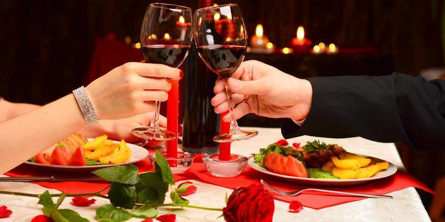 Шестую годовщину брака можно отметить вдвоем в ресторане