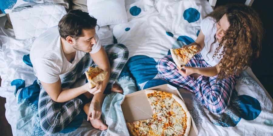 Закажите пиццу на дом и посмотрите кино