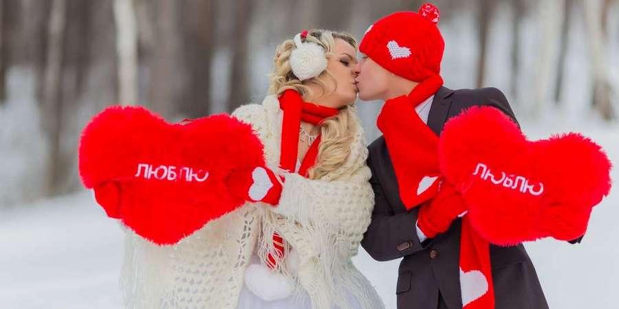 Пары часто расписываются в праздник