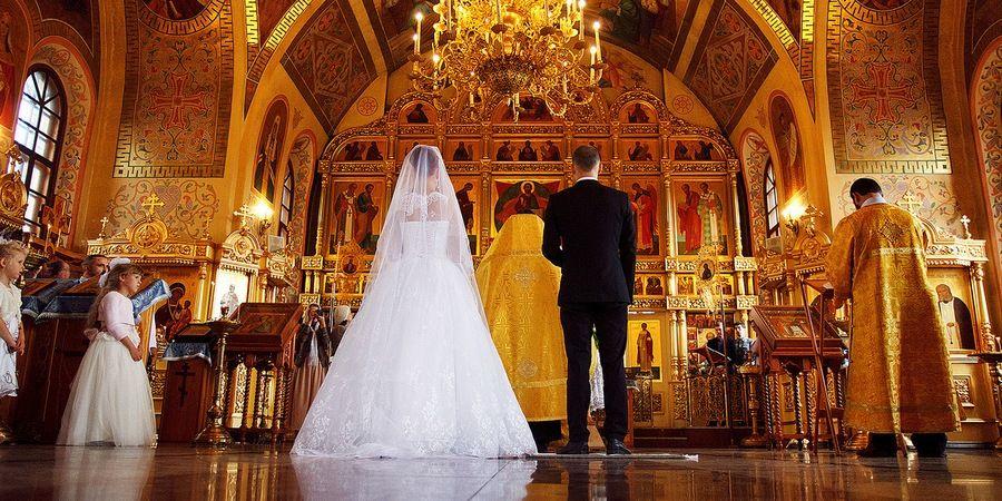 Религиозные люди хотят обвенчаться в день росписи