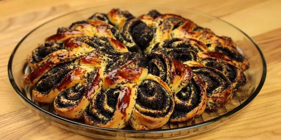 На такой праздник уместно испечь маковый пирог