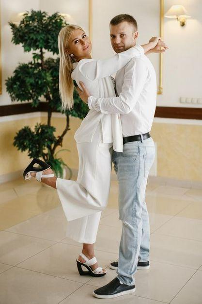 Молодожены на неторжественной регистрации брака