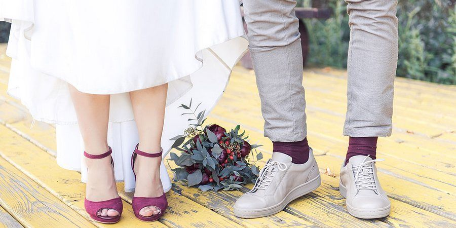 Для более интересного лука наденьте яркие носки